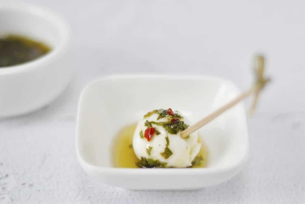 Mozzarella met kruidendip