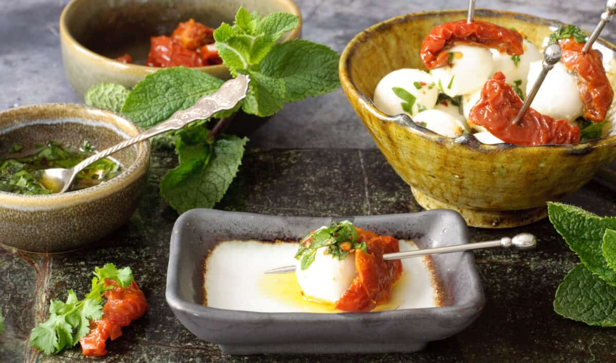 Mozzarella tomaat & kruidendip