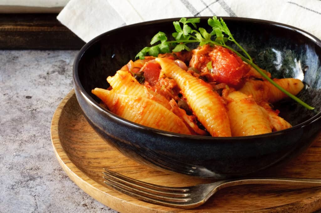 Pastaschelpen tomaat & tonijn