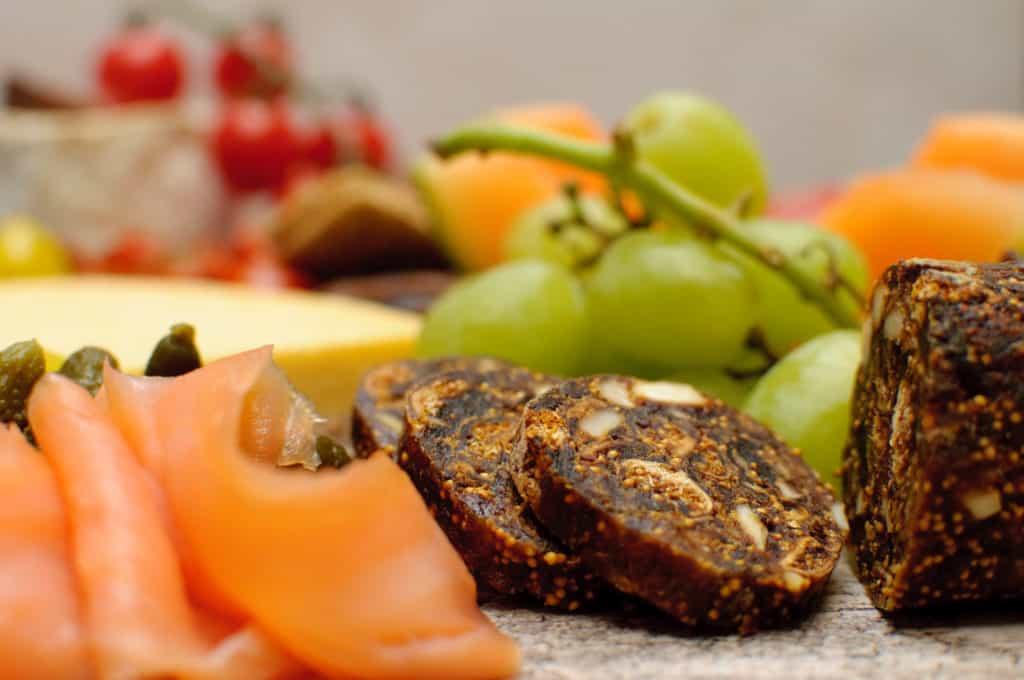 Kaas druiven en amandelbroodje
