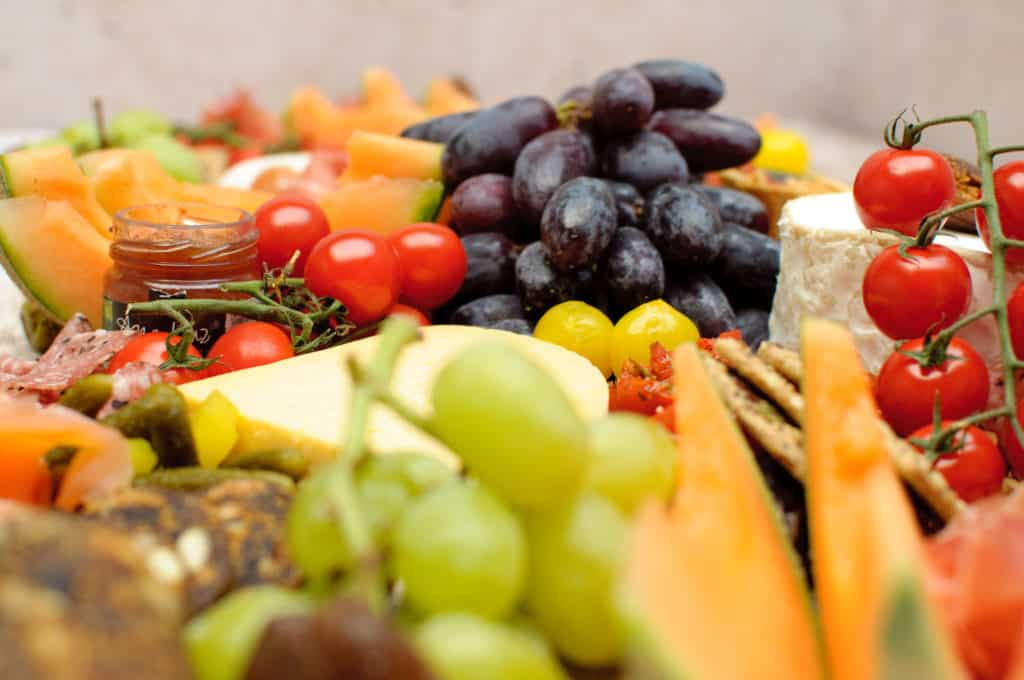 Borrelplank XXL druiven en tomaten