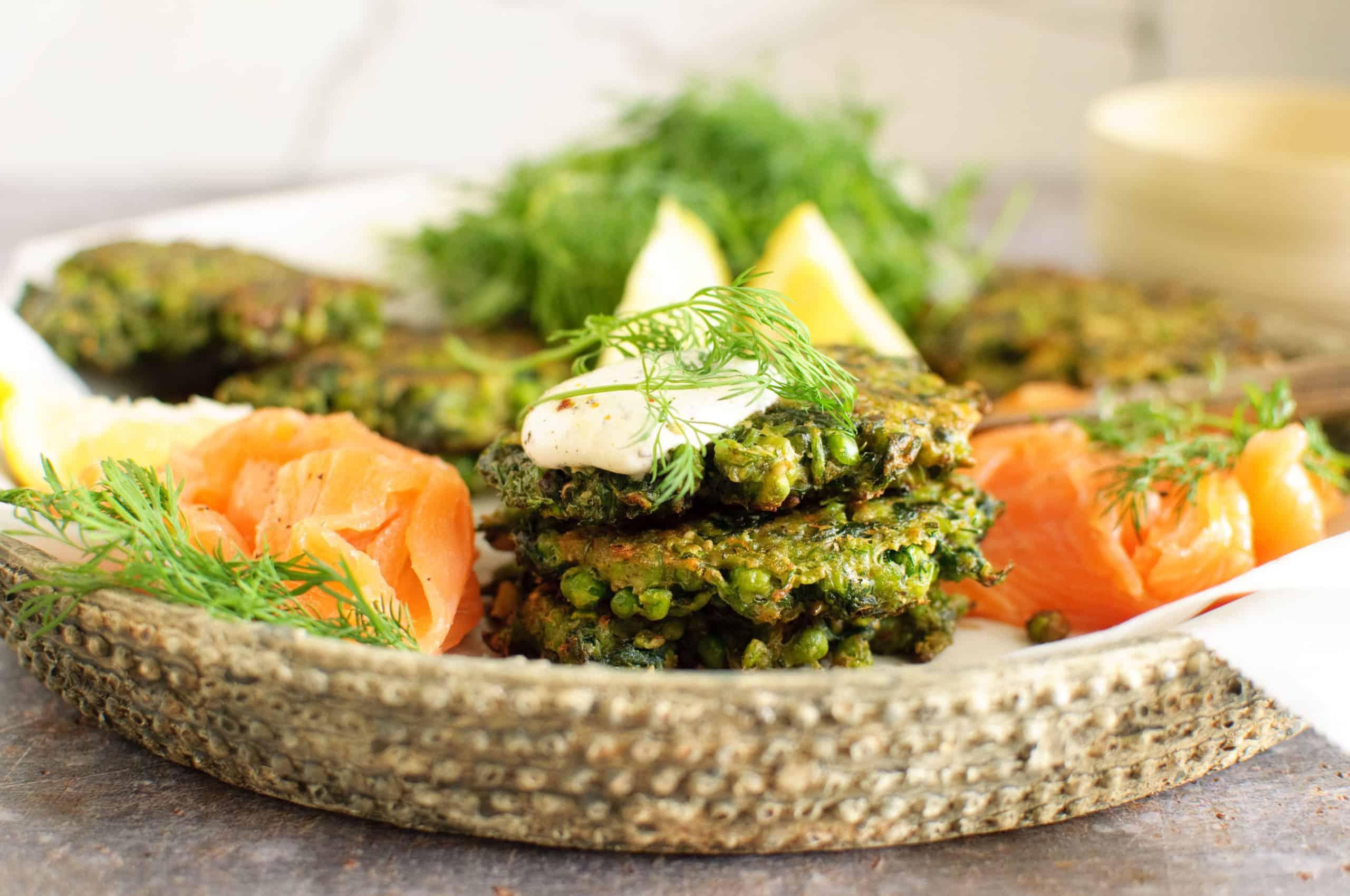 Fritters met doperwt spinazie en za'atar