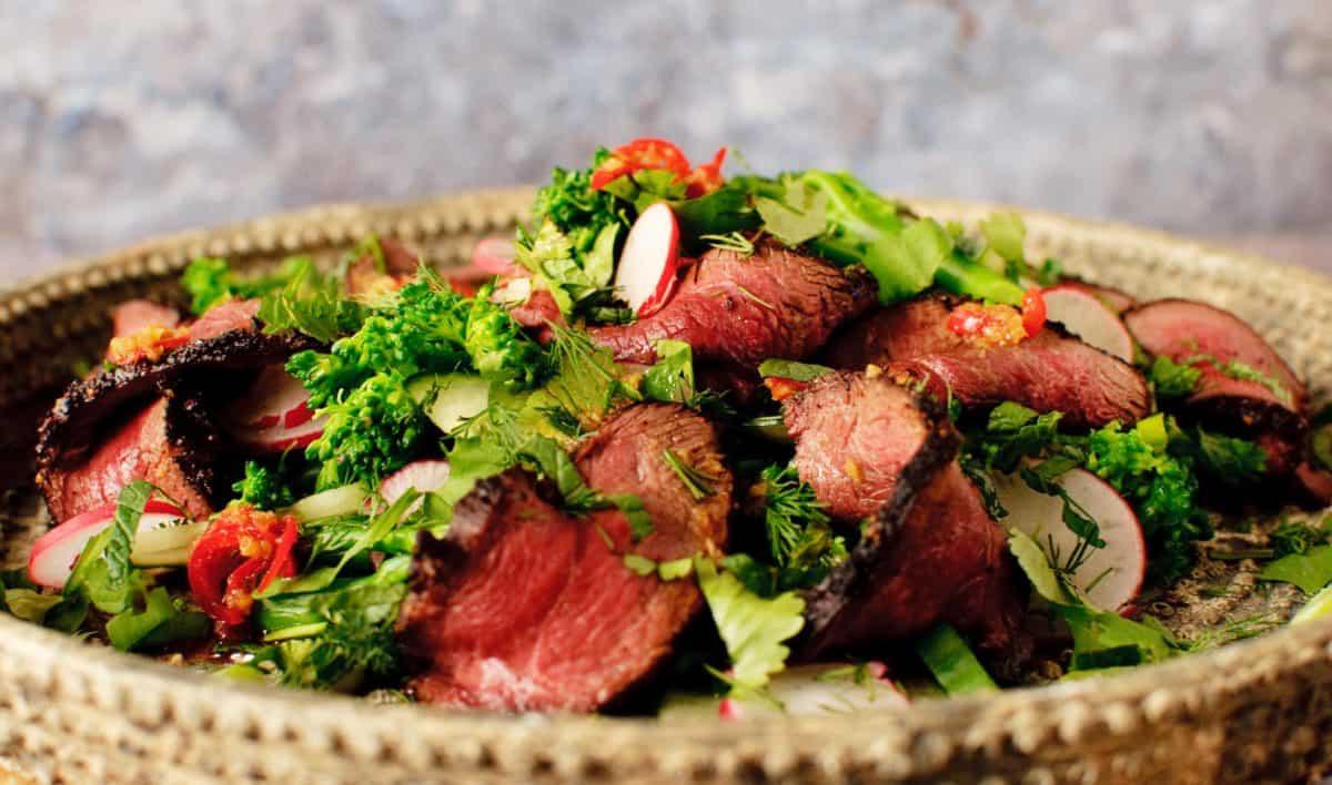 Aziatische salade met gans of biefstuk