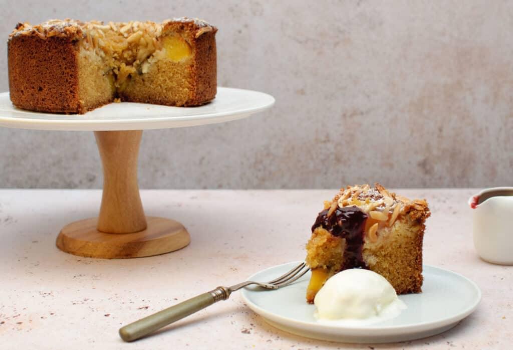 Cake amandel & nectarine