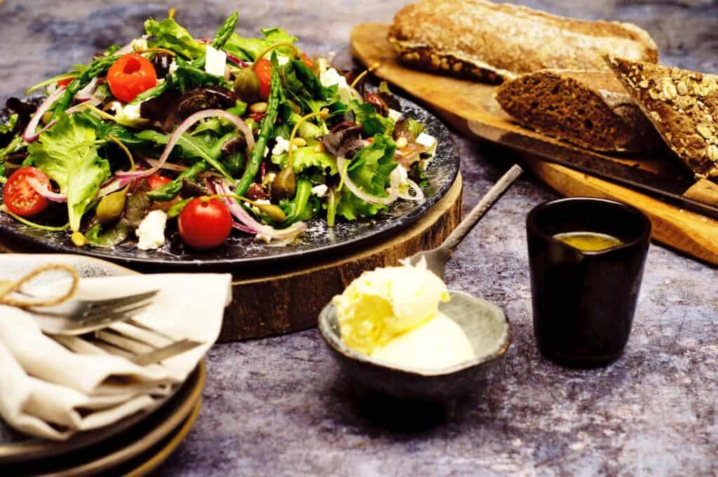 Salade asperge olijf feta kappertjes