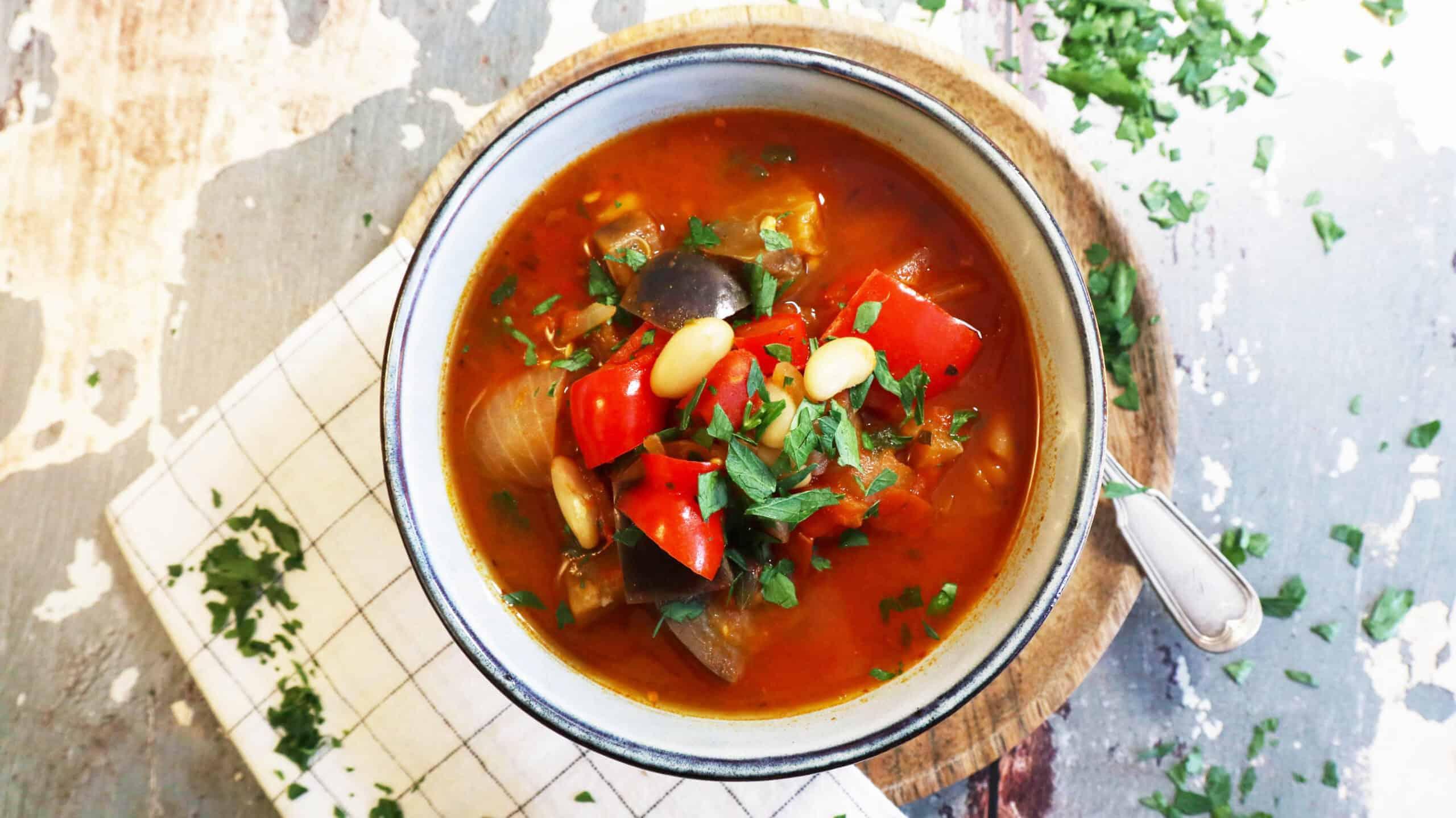 Tomatensoep aubergine cannellinibonen