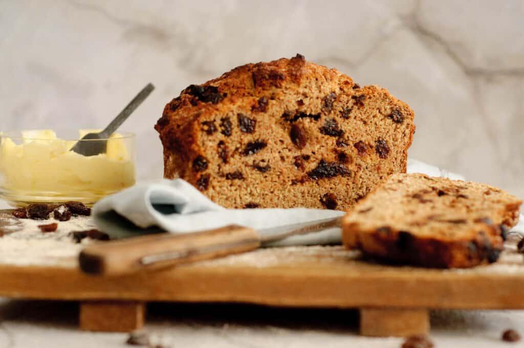 Brood met rozijnen in 30 minuten
