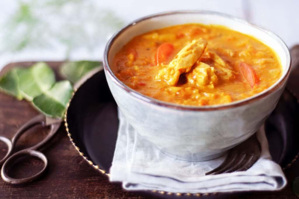 Curry kip met Indonesische bumbu