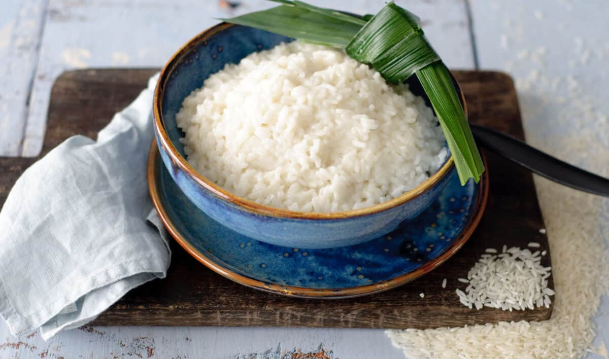 Rijst koken in kokosmelk
