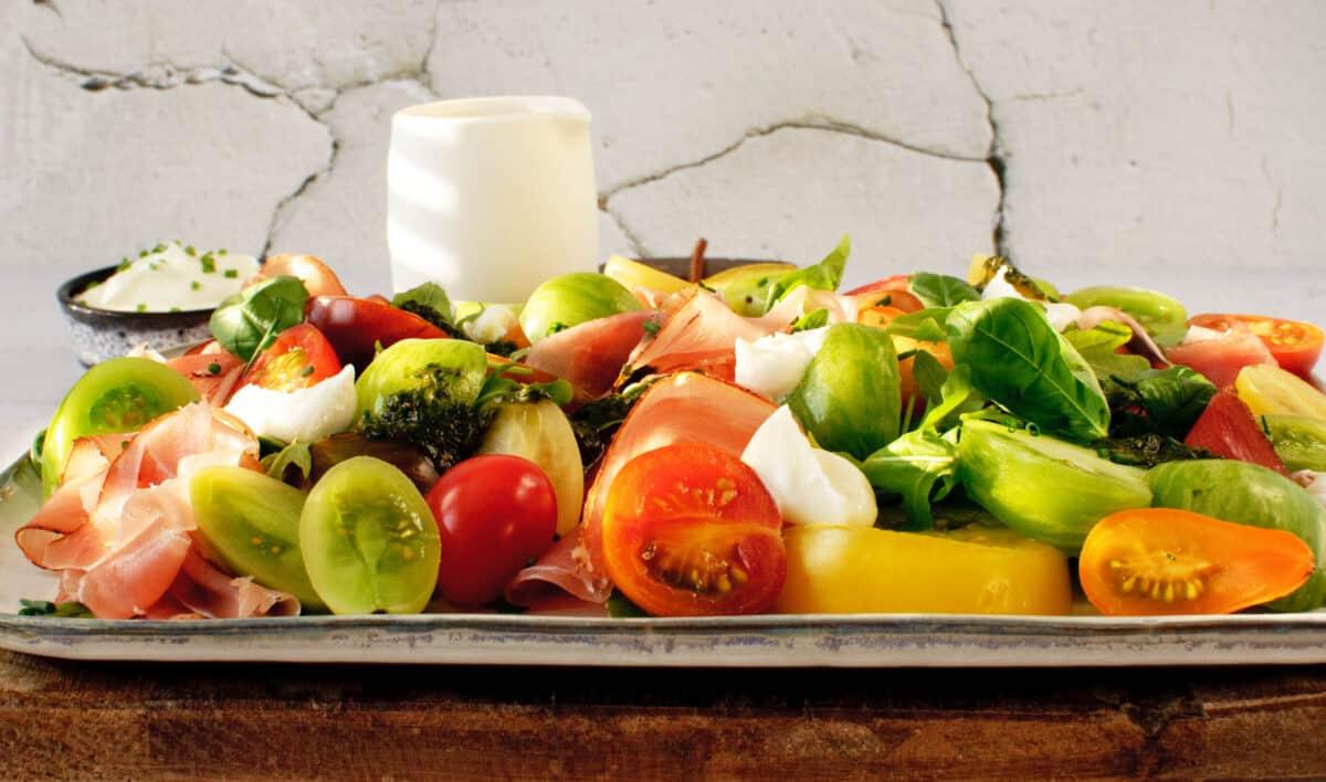 Salade tomaat & geklopte geitenkaas