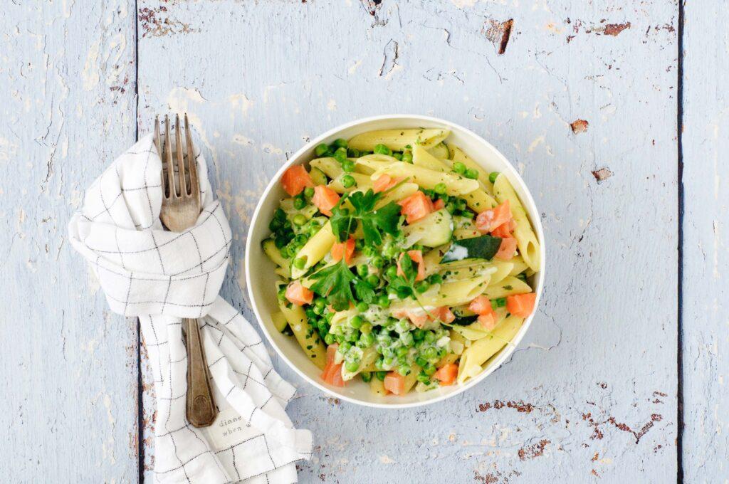 Pasta met zalm en groenten